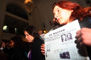 Eloísa González, con una portada histórica de La Nación.
